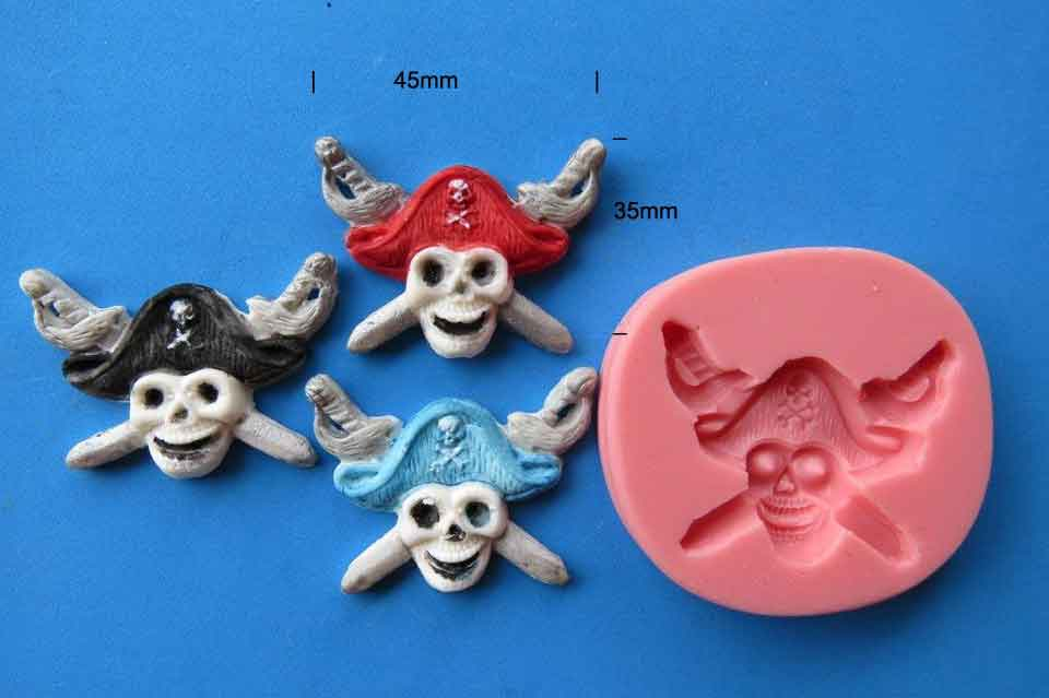 Pirate Skull and swords 45 x 35mm